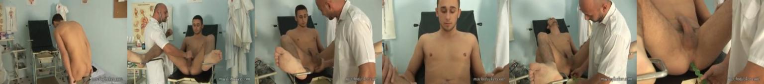 Doktor rucha młodego pacjenta